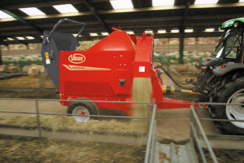 Low speed for metered flow of hay and silage.
